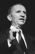 H. Ross Perot, the founder of Electronic Data Systems, invested $20 million in NeXT and joined the company's Board of Directors in 1987., H. Ross Perot, the founder of Electronic Data Systems, invested $20 million in NeXT and joined the company's Board of Directors in 1987.